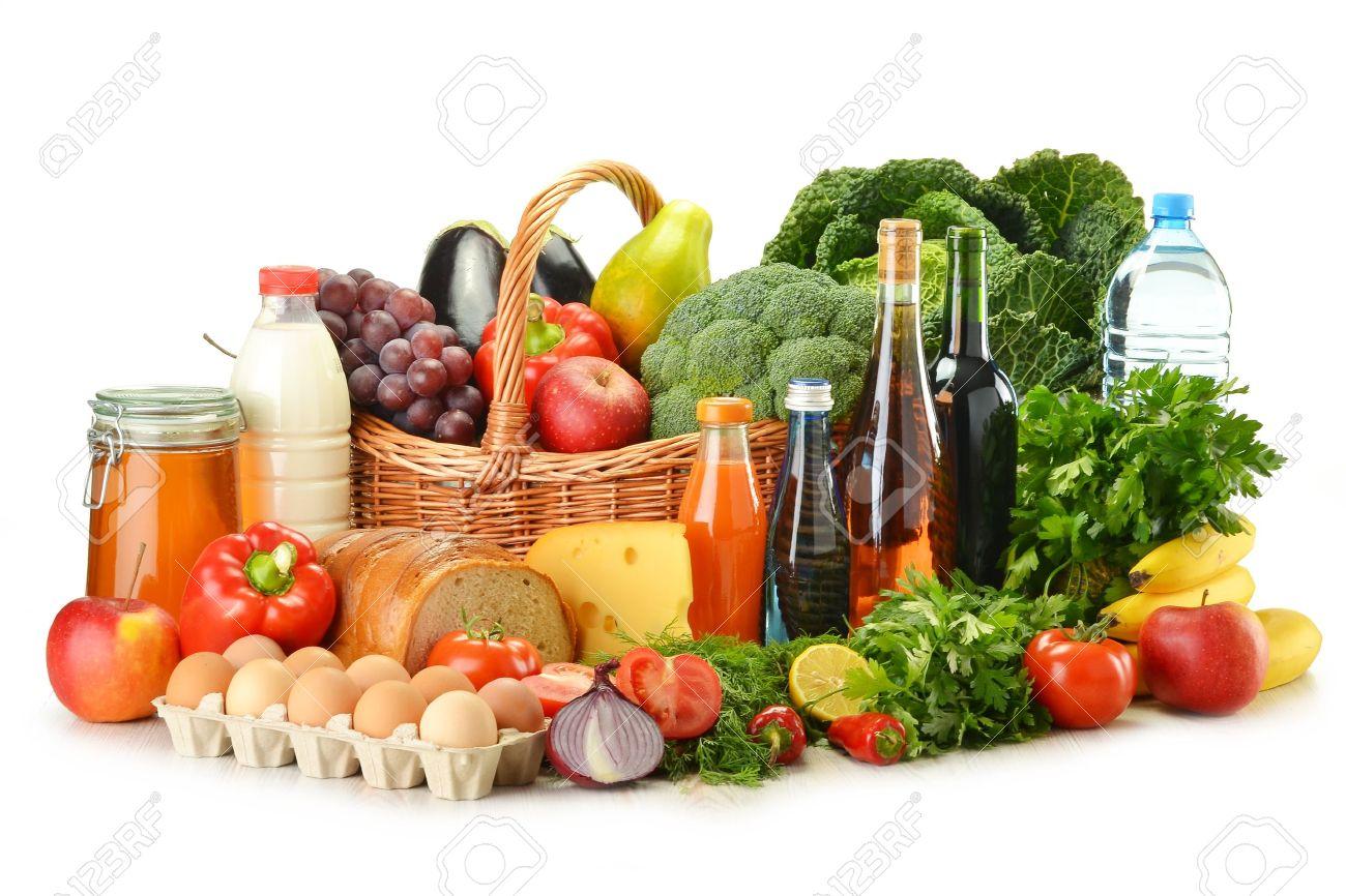 10788252-picerie-dans-le-panier-en-osier-y-compris-les-légumes-fruits-pâtisseries-produits-laitiers-et-du-vin-iso